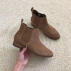 TOMS • Ella Suede Chelsea Boot in Light Brown